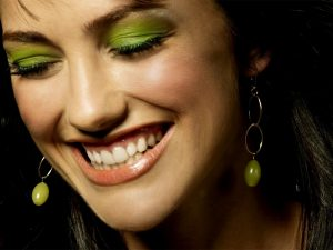 smiling-minka-kelly-2011_1600x1200_91177