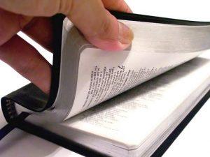 biblia abriendose